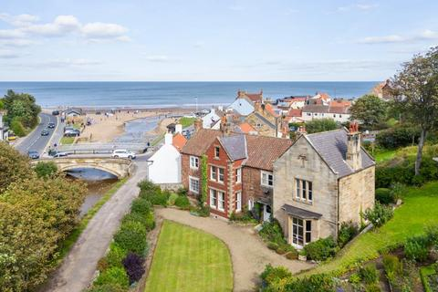 5 bedroom house for sale - Thordisa House, East Row, Sandsend, Whitby