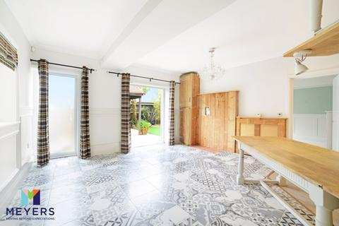 3 bedroom apartment for sale - Pinecliffe Avenue, Southbourne, BH6