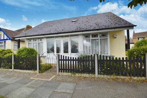 3 bedroom detached bungalow for sale - Central Avenue, Herne Bay