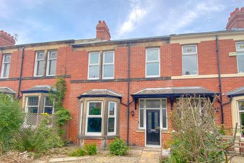 3 bedroom terraced house for sale - Essex Gardens, Low Fell