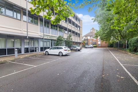 1 bedroom flat to rent - Trinity Court, Between Towns Road