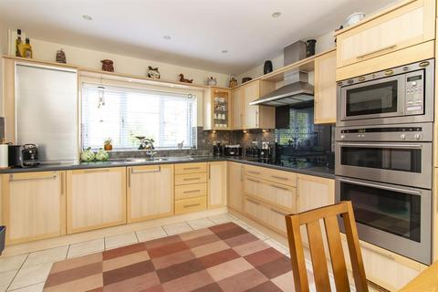 4 bedroom semi-detached house for sale - Chartfields, Ashford, Kent, TN23 3HF