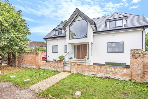4 bedroom detached house - Condor Road, Staines-upon-Thames, Surrey, TW18