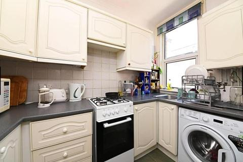 3 bedroom flat for sale - Sedgemere Avenue, East Finchley, LONDON