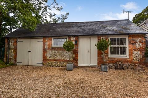 Bungalow to rent - Vernham Street, Andover, Hampshire, SP11