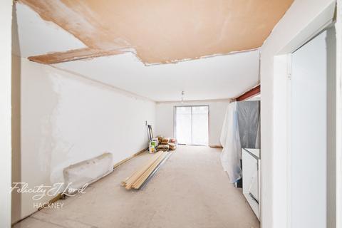 2 bedroom flat for sale - Victoria Park Road, Hackney, E9