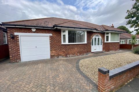 2 bedroom detached bungalow for sale - Richmond Hill Road, Cheadle
