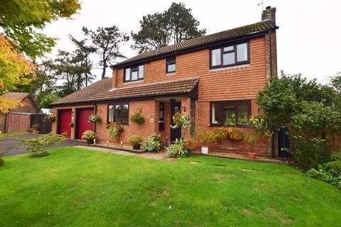 4 bedroom detached house for sale - Lymington Rise, Four Marks, Hampshire