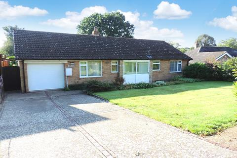 3 bedroom detached bungalow to rent - The Bury, Pavenham