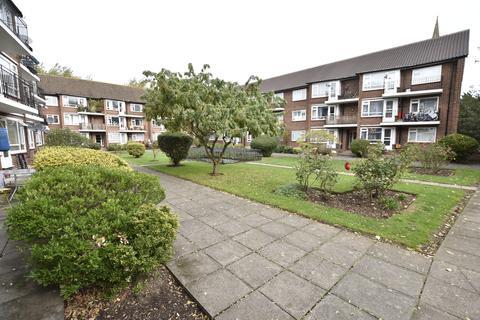 2 bedroom flat for sale - Parr Court, Castle way, Hanworth, Middlesex, TW13