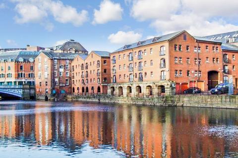 2 bedroom flat to rent - Riverside Court, Leeds