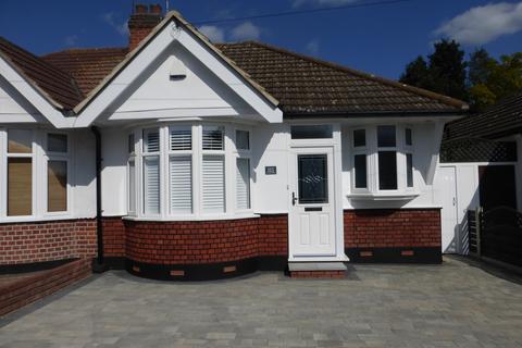 2 bedroom semi-detached bungalow to rent - Howard Road, Upminster RM14