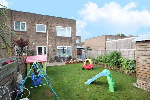 2 bedroom flat for sale - Whitley Close, Stanwell, TW19