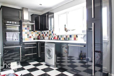 2 bedroom detached bungalow for sale - Lenham Road, Maidstone