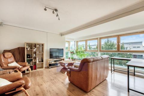 3 bedroom flat for sale - CASTLEMAINE, CULVERT ROAD SW11