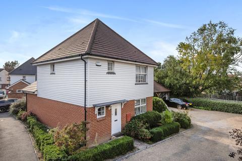 3 bedroom detached house for sale - Tilling Close, Maidstone