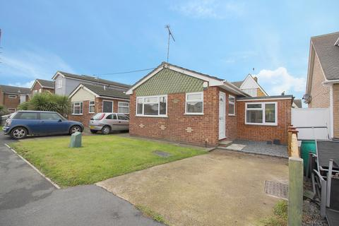 2 bedroom bungalow to rent - Fairlop Avenue, Canvey Island