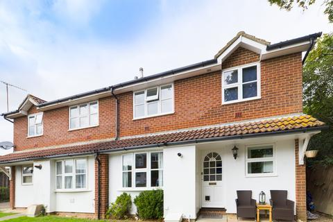 2 bedroom end of terrace house for sale - Staffords Place, Horley