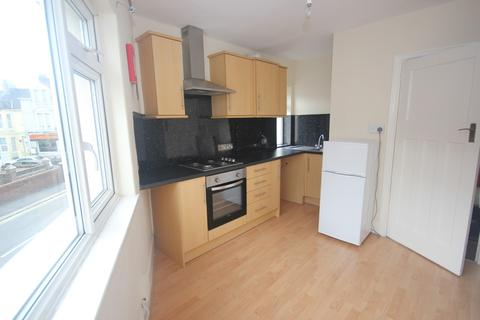 2 bedroom apartment to rent - Weston Park Road, Peverell