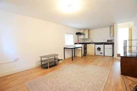 Studio to rent - Craig Avenue, Reading, Berkshire, RG30