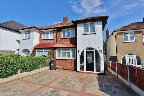 3 bedroom semi-detached house for sale - Havering Road, Romford, RM1
