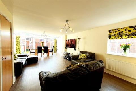 4 bedroom end of terrace house for sale - Brookfield Drive, Horley, Surrey