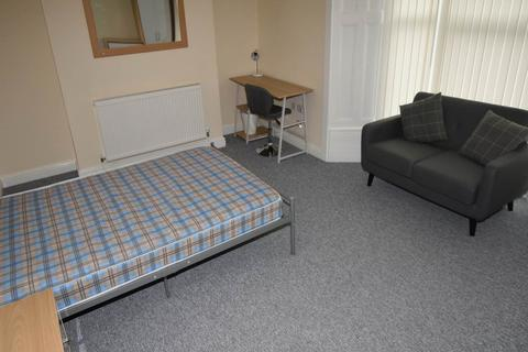 5 bedroom house share to rent - King Edwards Road, Brynmill, Swansea