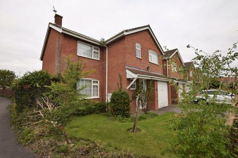 Detached house close to Clevedon riverbank. 4 bedroom detached house
