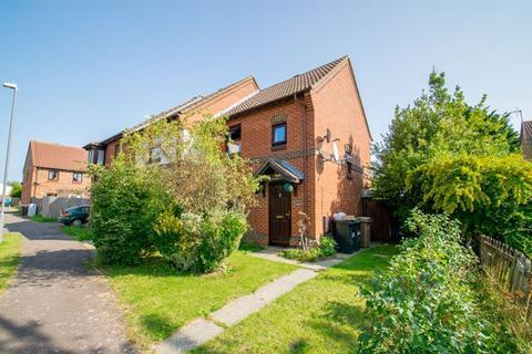 2 bedroom semi-detached house to rent - Gleneagles Drive, Luton