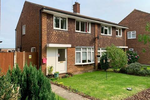 3 bedroom semi-detached house for sale - Linnet Drive, Tile Kiln, Chelmsford, CM2
