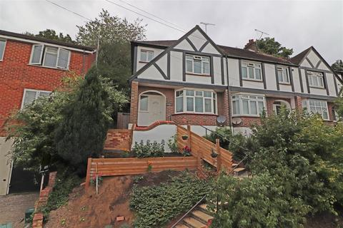 3 bedroom end of terrace house for sale - Garlands Road, Redhill