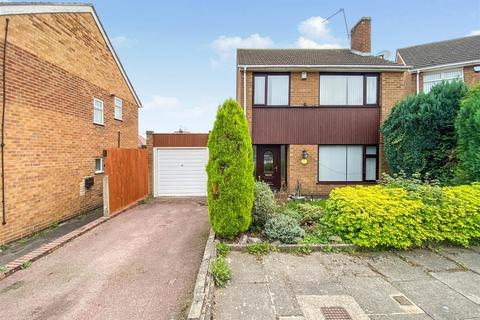 3 bedroom detached house for sale - Frampton Avenue, Leicester