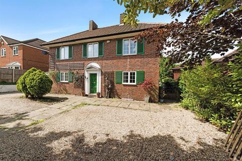 3 bedroom detached house for sale - Epsom Lane South, Tadworth