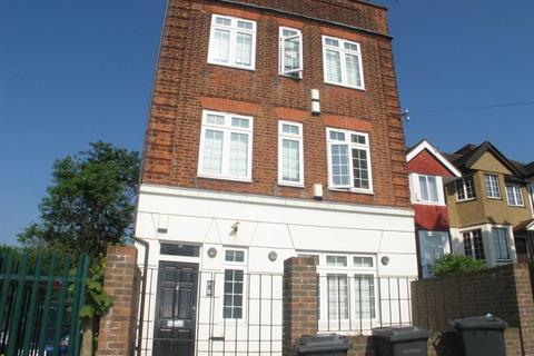 2 bedroom flat to rent - Hampden Way, Southgate, N14