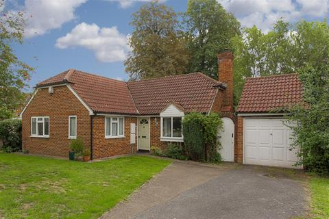 2 bedroom bungalow for sale - Kingfisher Drive, Redhill