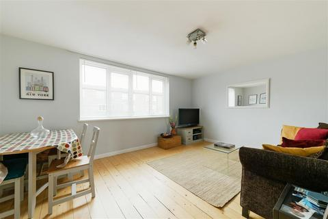 3 bedroom maisonette for sale - Dowdeswell Close, London