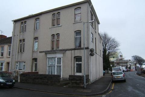 2 bedroom flat - First Floor Flat, St Helens Avenue, Swansea SA1
