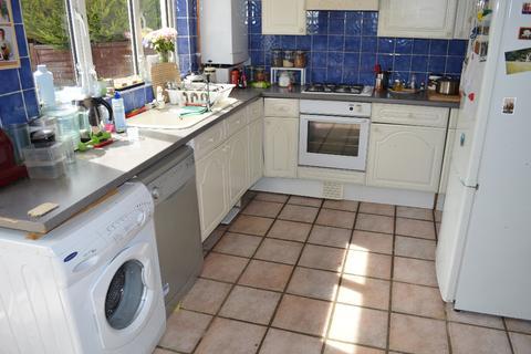 4 bedroom terraced house to rent -  Shirley Gardens,  Barking, IG11