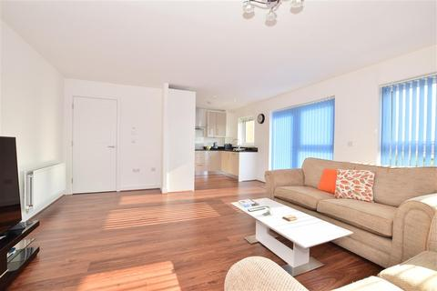 3 bedroom apartment for sale - Sovereign Way, Tonbridge, Kent