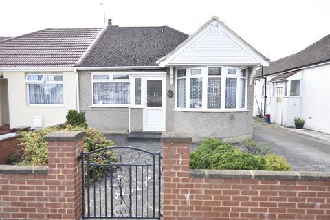 2 bedroom semi-detached bungalow for sale - Parkfield Crescent, Feltham, Middlesex, TW13