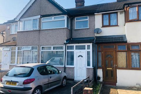 3 bedroom terraced house to rent - Elm Park Avenue, Hornchurch RM12