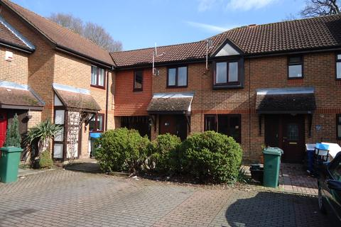 3 bedroom end of terrace house to rent - Clarence Court, Smallfield, Horley RH6
