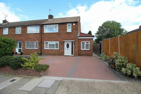 3 bedroom end of terrace house for sale - Waltham Glen, Chelmsford, Essex, CM2