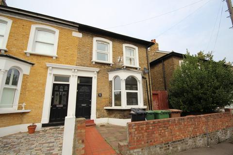 2 bedroom flat to rent - Barclay Road, Walthamstow Village, E17