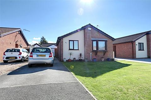 2 bedroom bungalow for sale - East End Road, Preston, Hull, HU12