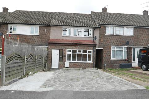 3 bedroom house to rent - Montgomery Crescent, Romford, London RM3