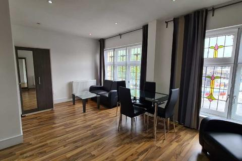 2 bedroom apartment to rent - Cambridge Heath Road, London, Bethnal Green