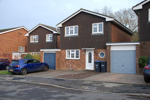4 bedroom link detached house to rent - Shepherds Mead, Burgess Hill RH15