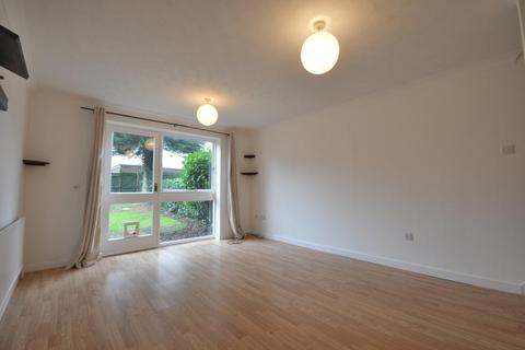 2 bedroom terraced house to rent - Fincham Close, Ickenham UB10 8TP