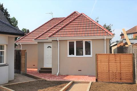 2 bedroom bungalow for sale - Parkfields Avenue, Kingsbury